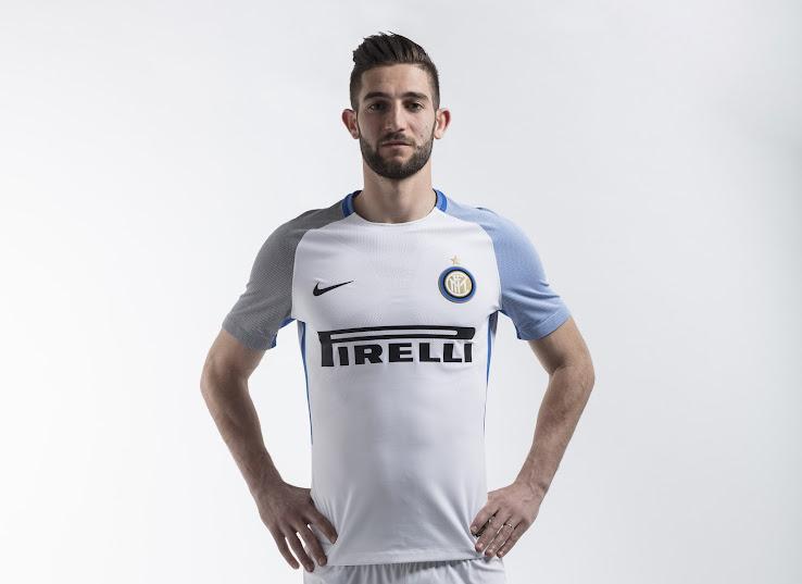 Inter+17-18+Away+Kit+%25287%2529.jpg