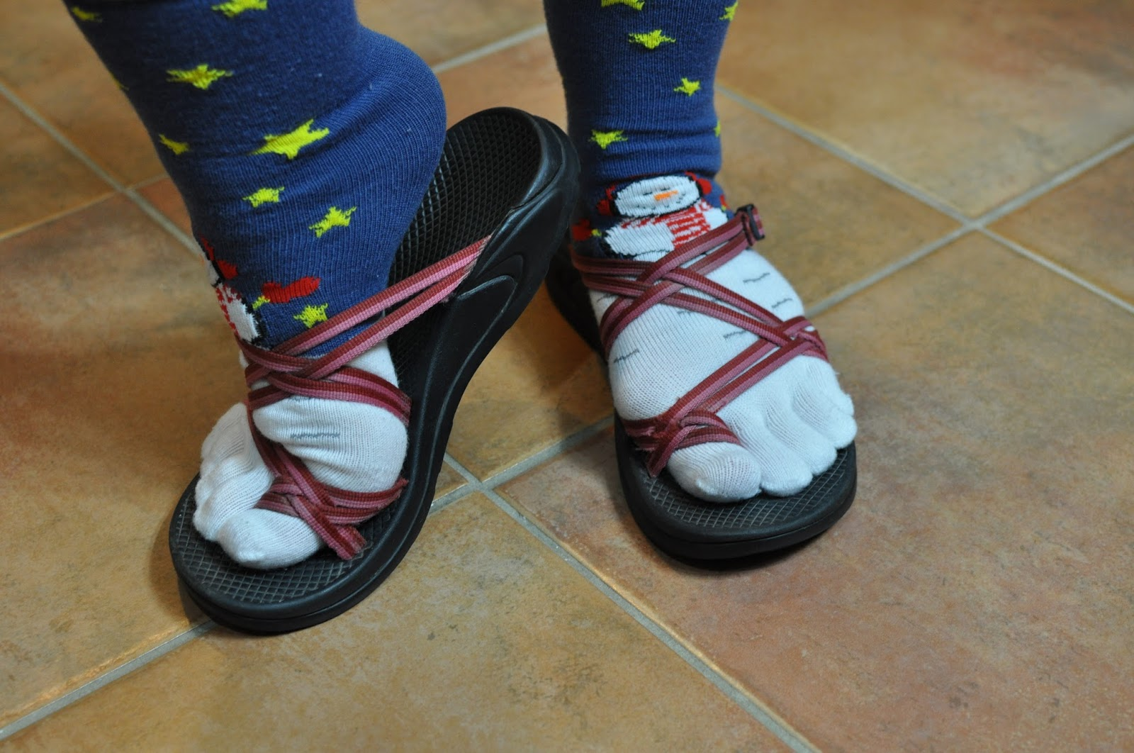 f01b21769b258d Girls rock socks and sandals june JPG 1600x1062 Shoes socks with chacos