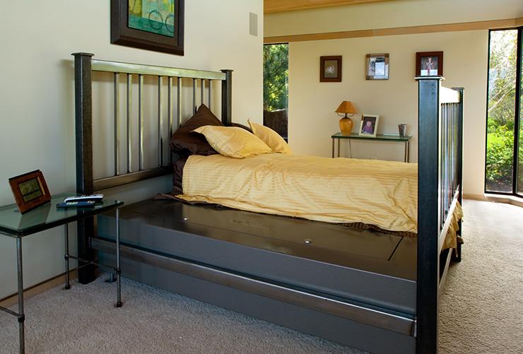 Стальная кровать