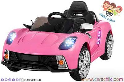 سيارة إناث تحمل اللون الوردي الأنيق