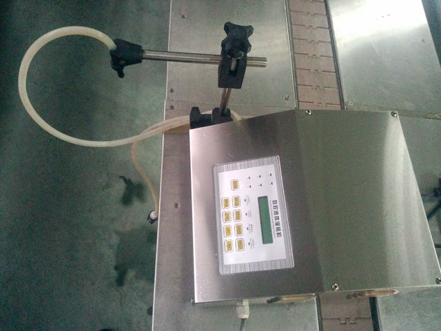 semi automatic small liquid filler
