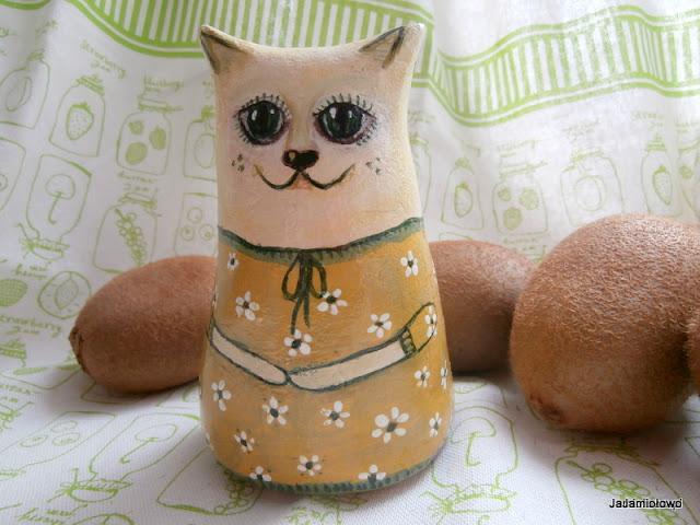kot w sukience