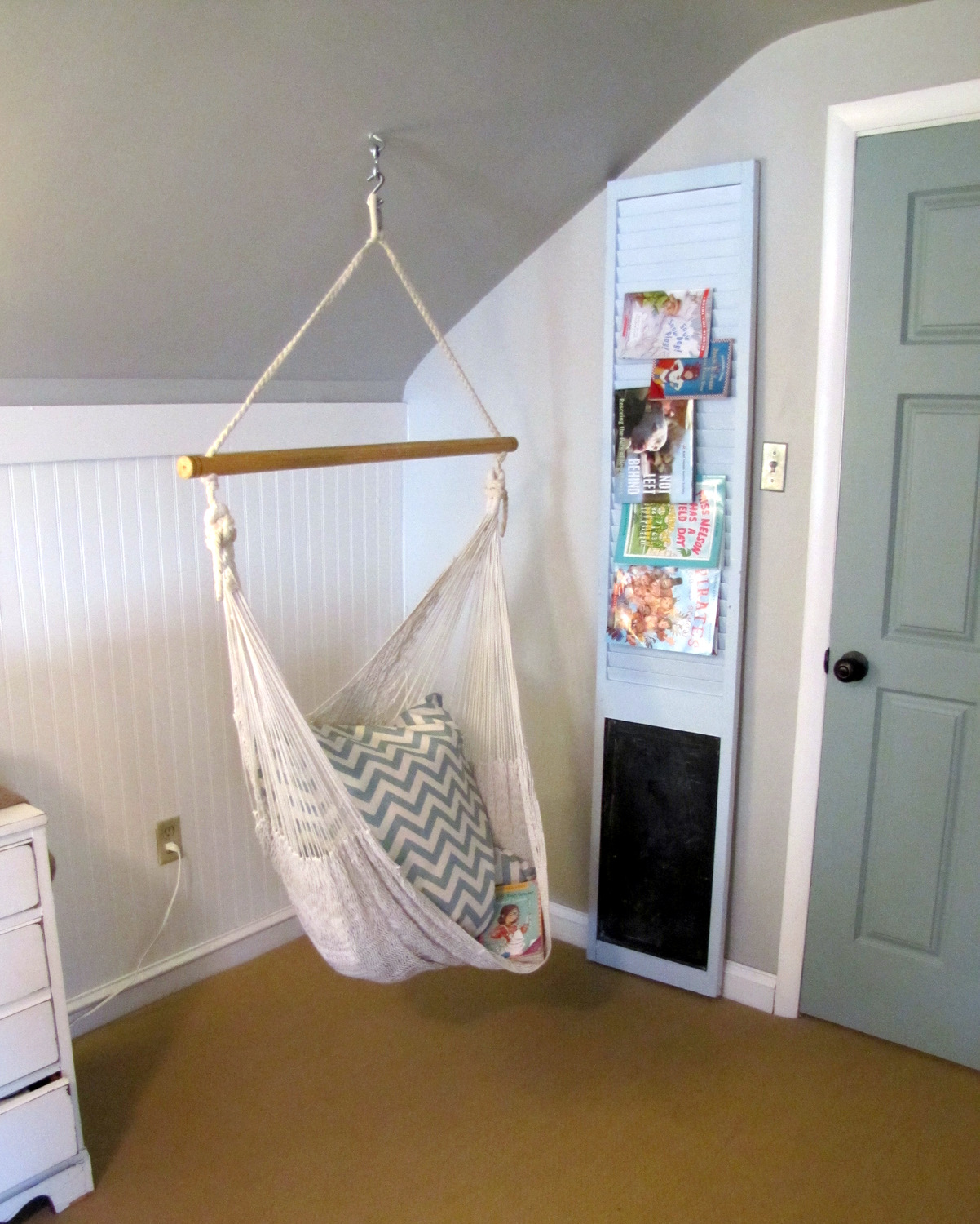 a swing for the girl 39 s room the painted home by denise sabia. Black Bedroom Furniture Sets. Home Design Ideas