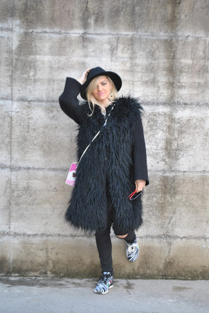 regalare a natale idee regalo natale 2018 come indossare la pelliccia ecologica Christmas gifts Christmas gift guide faux fur outfit how to sera faux fur mariafelicia magno fashion blogger colorblock by felym fashion blogger italiane blog di moda blogger italiane di moda outfit mariafelicia magno outfit invernali