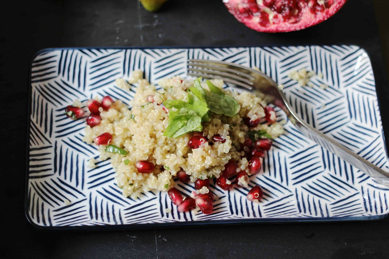 Quinoasalat mit Basilikum und Granatapfel