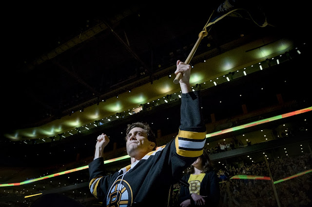 jeff bauman jake gyllenhaal bruins hockey game stronger movie still