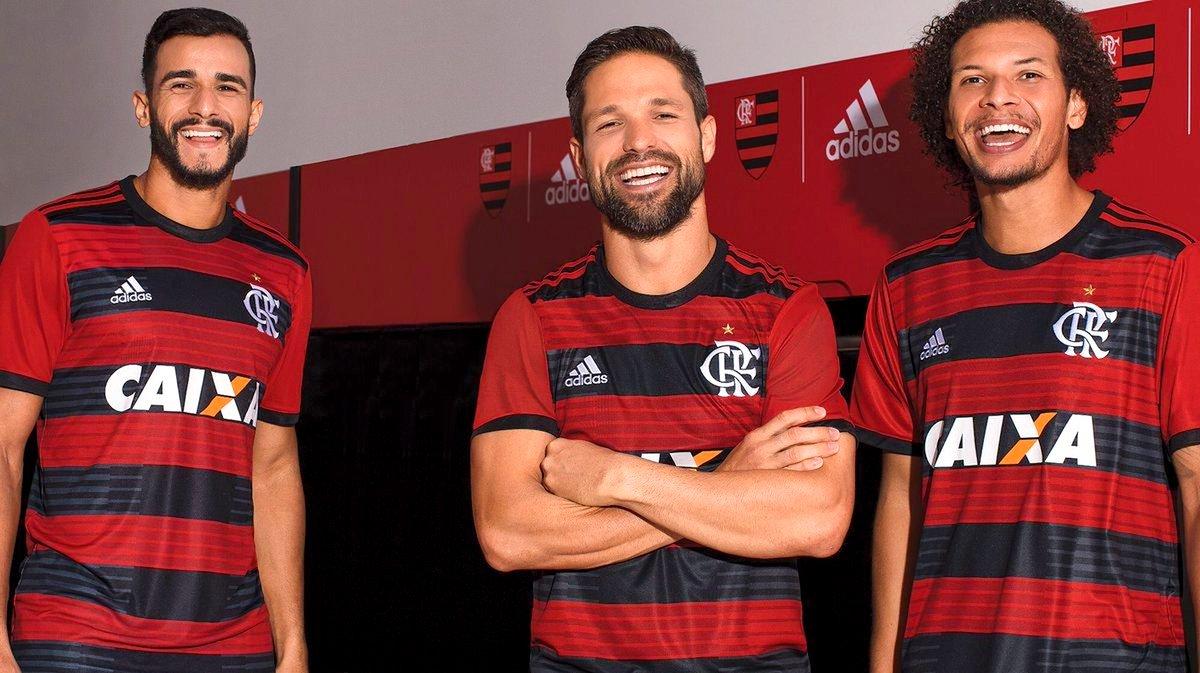 Oficial  Adidas divulga novo uniforme do Flamengo para 2018 2019 ... e2b9d76422db8