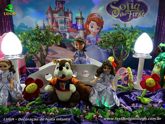 Mesa decorada do bolo tema Princesa Sofia