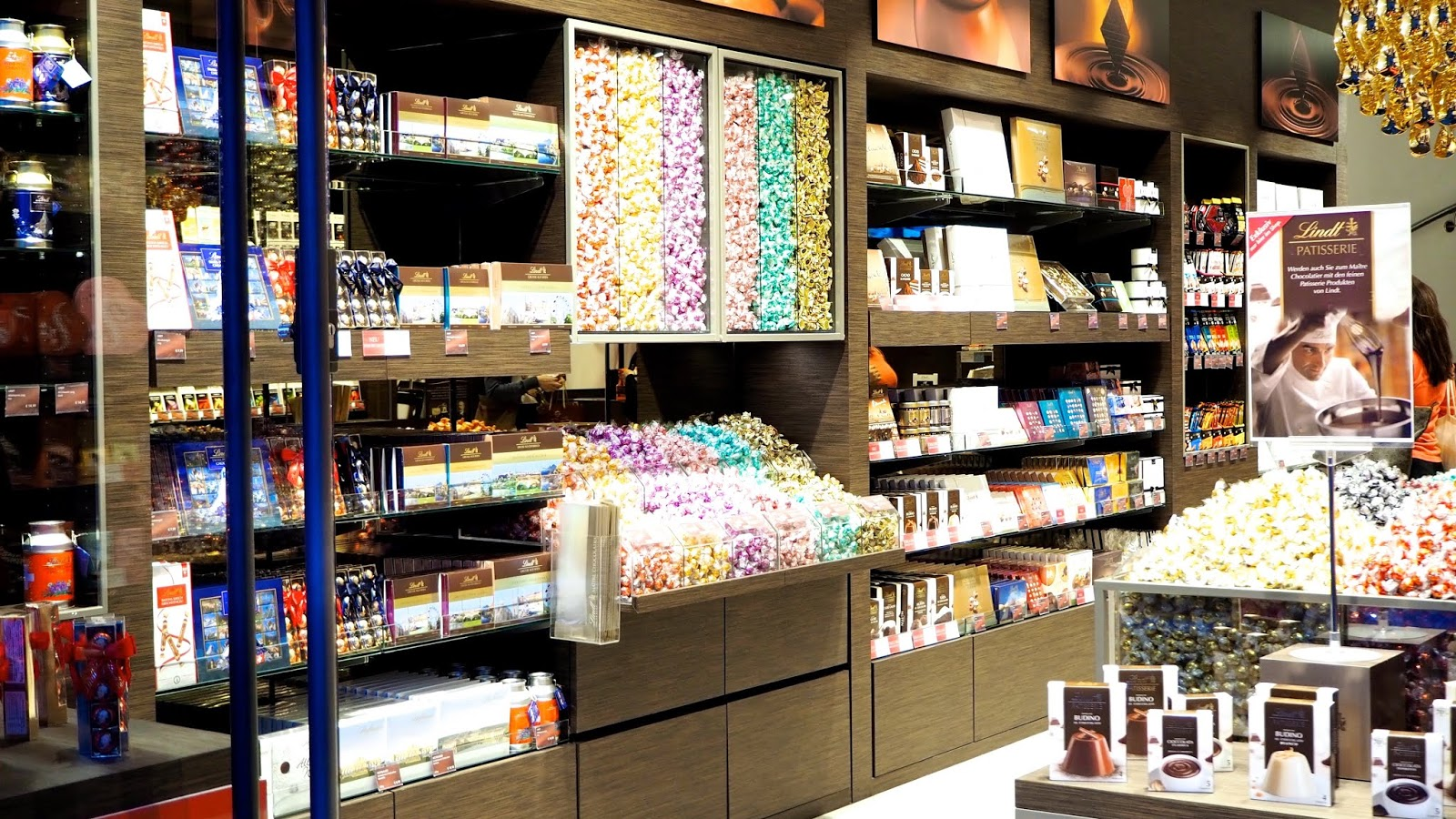 Lindt Patisserie and Candy Shop