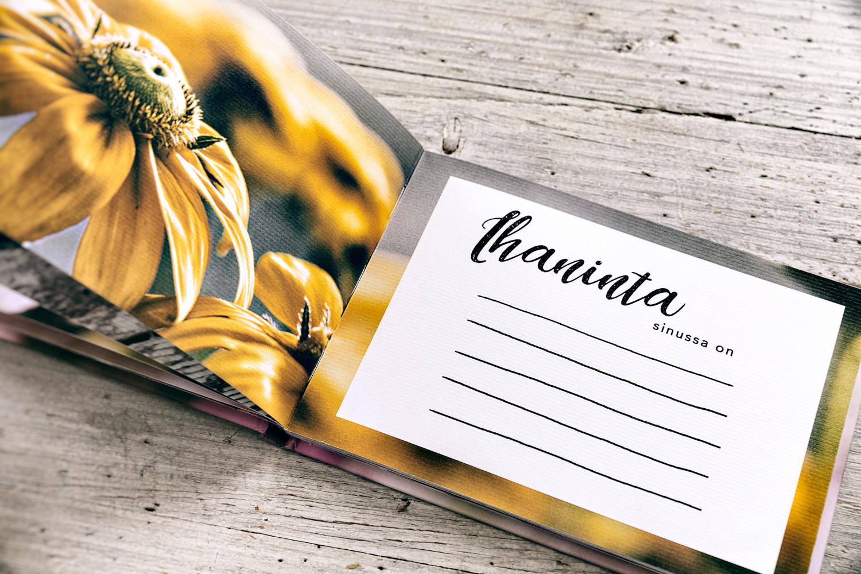 Ystäväkirja, Olet minulle tärkeä, kirja, lahja, ystävälle, äidille, tyttärelle, aviopuolisolle, puolisolle, henkilökohtainen, persoonallinen, painotuote, kirjanen, täytettävä, ajatuksia, Visualaddict, valokuvaaja, Frida Steiner, kotimainen, avainlipputuote, Hyvä Vuosi
