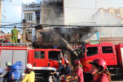 Xe cứu hoả tại hiện trường vụ cháy
