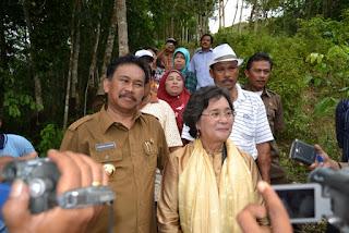 Bonaran Situmeang dan Prof Dr. Meutia Hatta