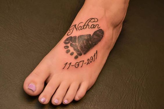 Preciosos tatuajes de huellas de bebes belagoria la for Tattoos of baby feet