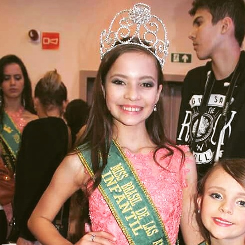 Registrense Lauryn de Paula é consagrada a Miss Brasil 2017 pela categoria Infantil em Curitiba