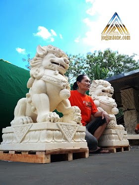 Patung singa samsi atau foo dog