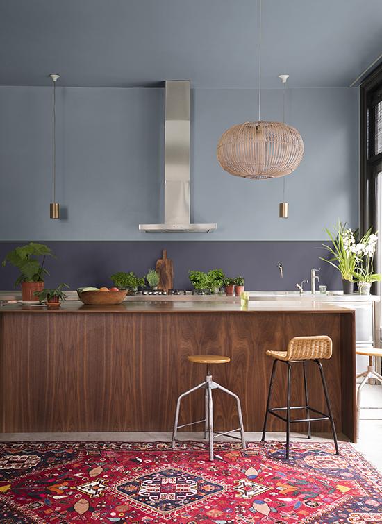 cozinha americana, parede azul, acasaehsua, a casa eh sua, cores 2017, parede colorida