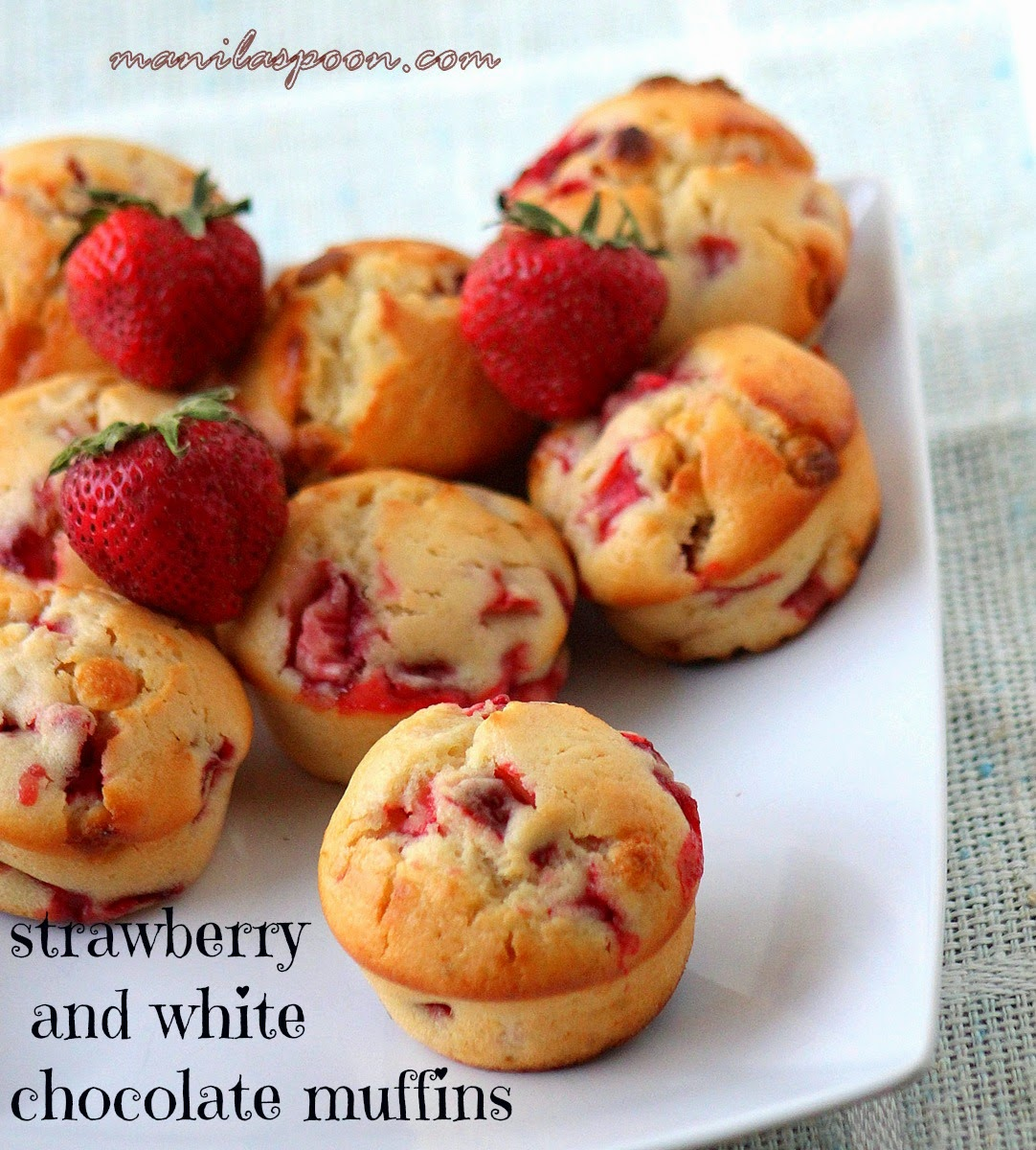 Moist, fruity and chocolaty fresh strawberry muffins are the best way to start your day! #strawberry #muffins #white #chocolate #breakfast
