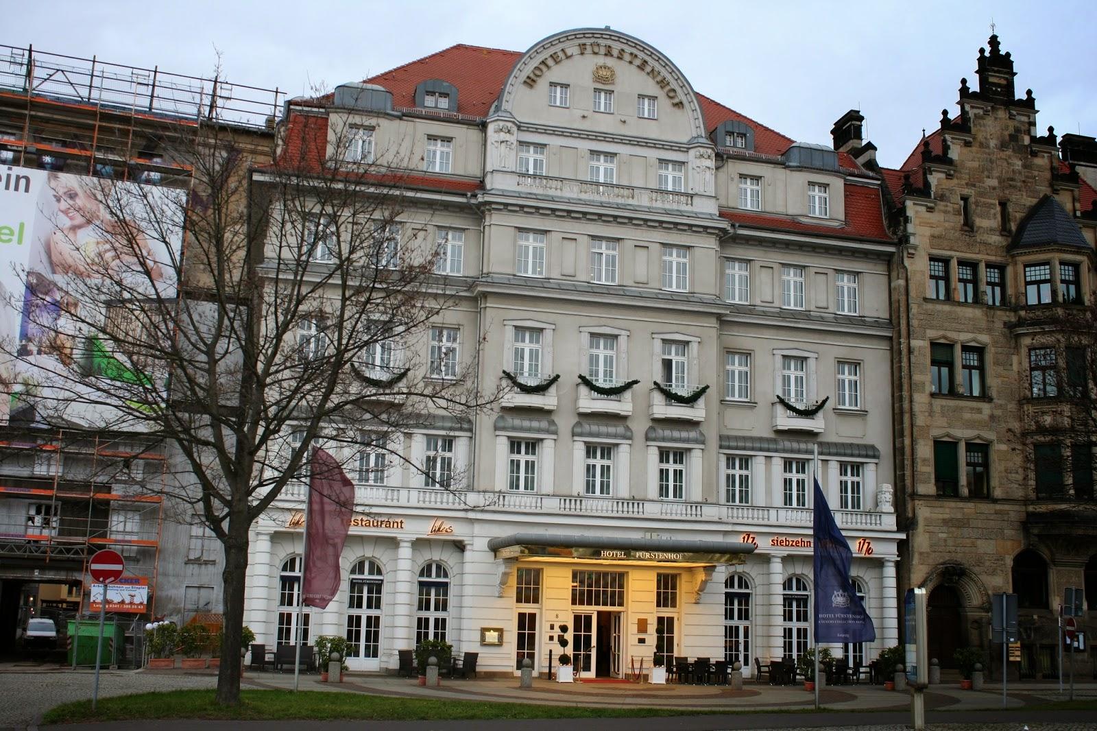 """Das Gebäude wurde 1777/78 als Wohnhaus eines Bankiers gebaut - seit 1889 wurde das Palais als """"Hotel"""" genutzt und bei einem Umbau 1913 aufgestockt, 1990 wurde eine Renovierung vorgenommen"""