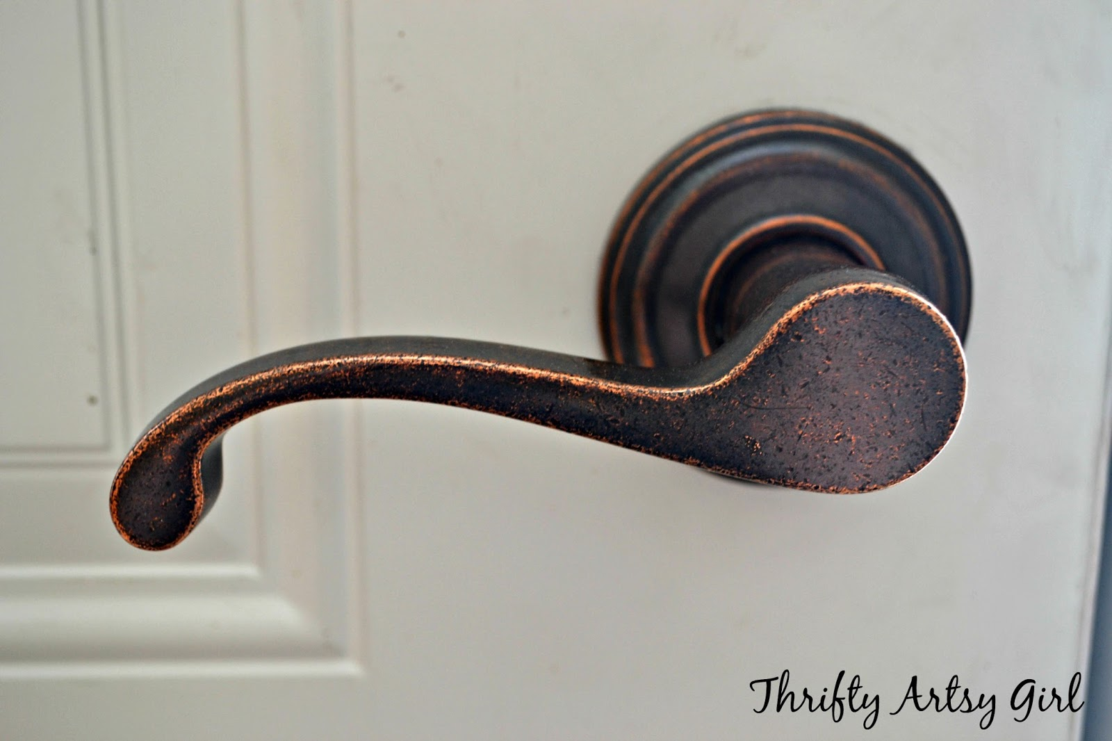Thrifty Artsy Girl DIY Spray Painted Doorknobs From