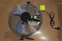 hinten: Andrew James großer 45cm Bodenventilator aus Metall – 100 Watt, kraftvoller Luftfluss, 3 Geschwindigkeitseinstellungen und verstellbarer Neigung – 2 Jahre Garantie