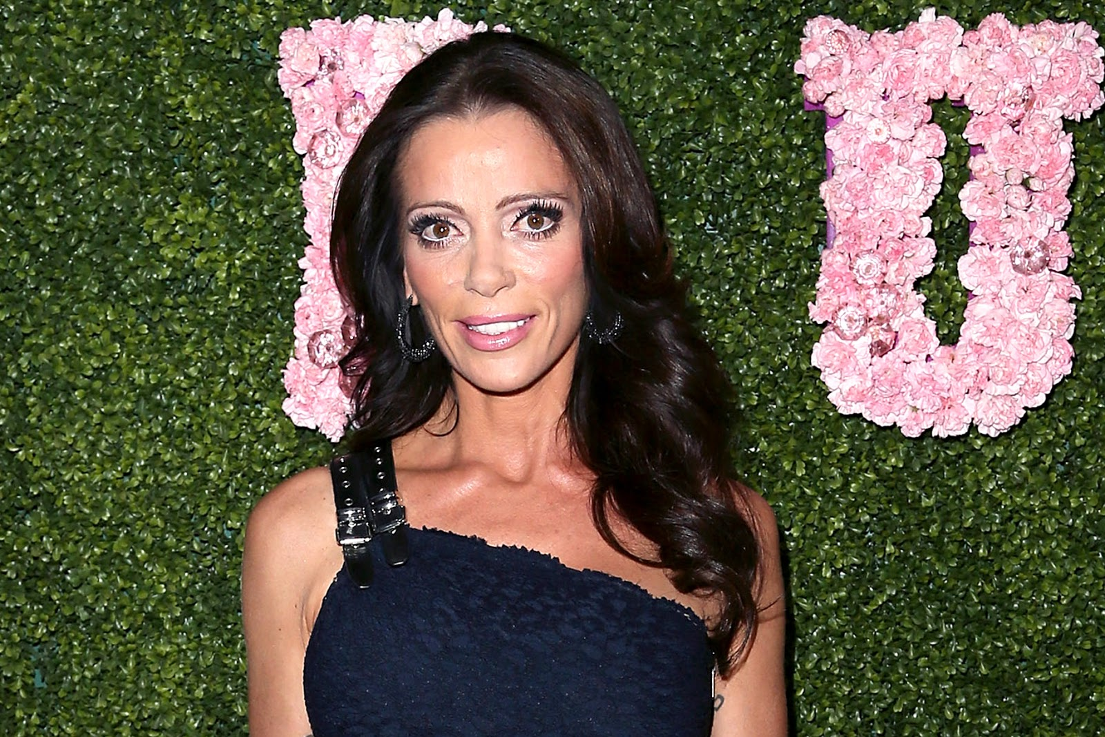 A Few Week Back The Former Real Housewives Of Beverly Hills Star Carlton Gebbia Took To Twitter And Shared A Black And White Nude Selfie Posing Along A