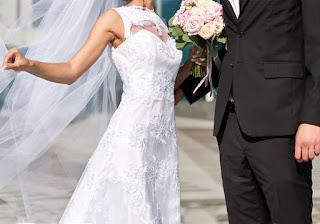 بالفيديو: عريس تونسي  ساحر يطير مع عروسته في الهواء وسط دهشة الحاضرين