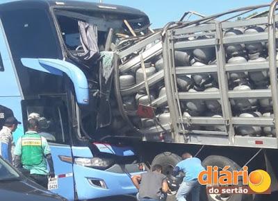 URGENTE! Acidente envolvendo ônibus da Guanabara deixa dois mortos e cinco feridos.