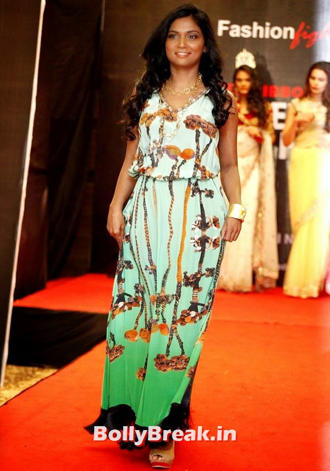 Actor Usha Jadhav on the ramp, A fashion show to fight AIDS in Mumbai