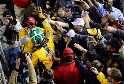 Kyle Busch wins third straight race with late charge at Richmond #NASCAR