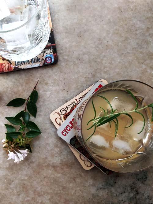 the sinsear, un cocktail con bourbon