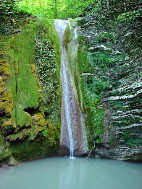 Водопад в Мамедовом ущелье