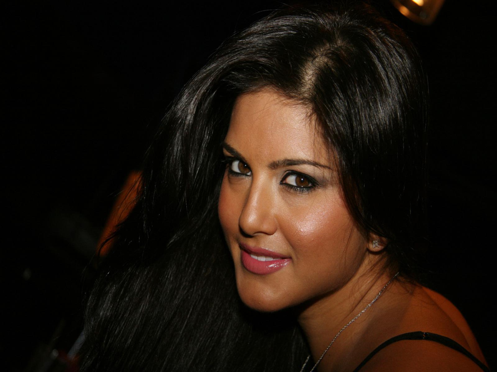 Sunny Leone Profile Hd Wallpaper Sexy Hot-7523