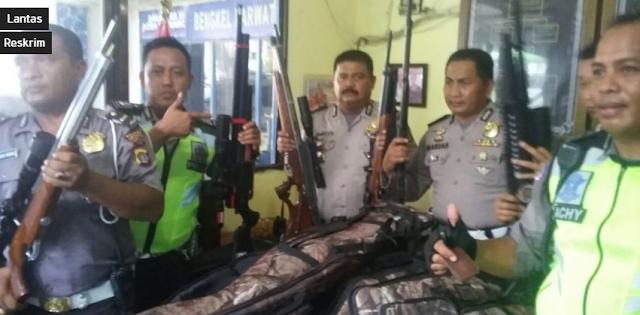Sat Lantas Aceh Tamiang Berhasil Sita SenjatPhotoa Perbakin Ilegal Tanpa Dokumen Dari Sebuah Minibus