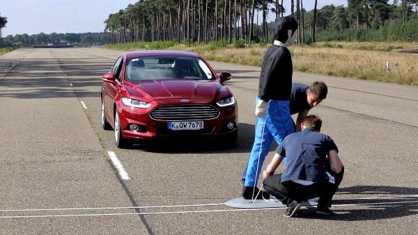 Το Νέο Ford Mondeo προσφέρει πρώτο τη νέα τεχνολογία Ford Pedestrian Detection με πολλές ακόμα...