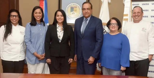 Para ayudar a los docentes dominicanos a mejorar la enseñanza y el aprendizaje del inglés, la Asociación de Profesores de Inglés de la República Dominicana (RD Tesol) suscribió un convenio con la Asociación de Profesores de Inglés de Nueva York.