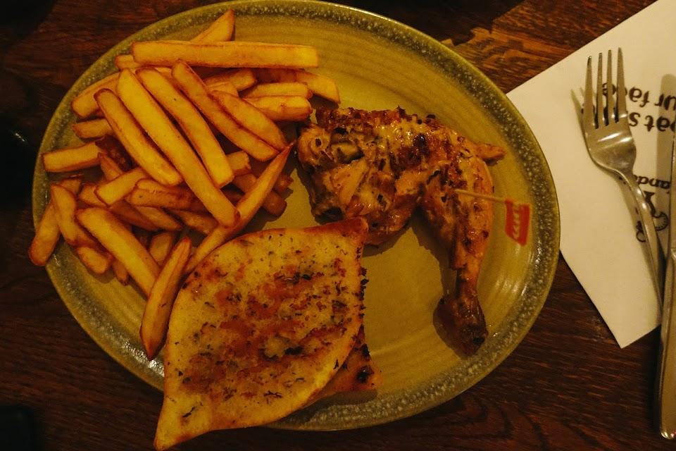 PERi-PERi Chicken(1/4 Chicken)+2 reg sides