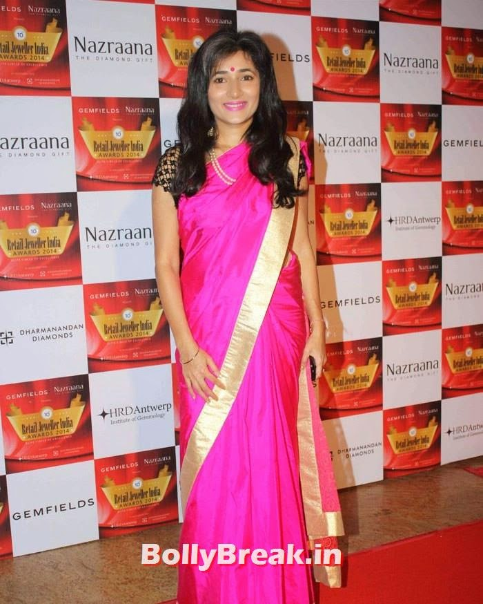 Schauna Chauhan Saluja, Pics of Celebs in Sexy Dresses & Gowns at Gemfields & Nazraana Retail Jeweller India Awards 2014