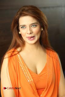 Actress Saloni Aswani Pos in Short Dress at Meelo Evaru Koteeswarudu Movie Interview  0008.JPG