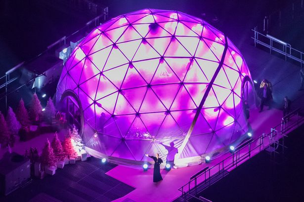Lady-Gagas-breathtaking-festive-performance-at-Westfield-London