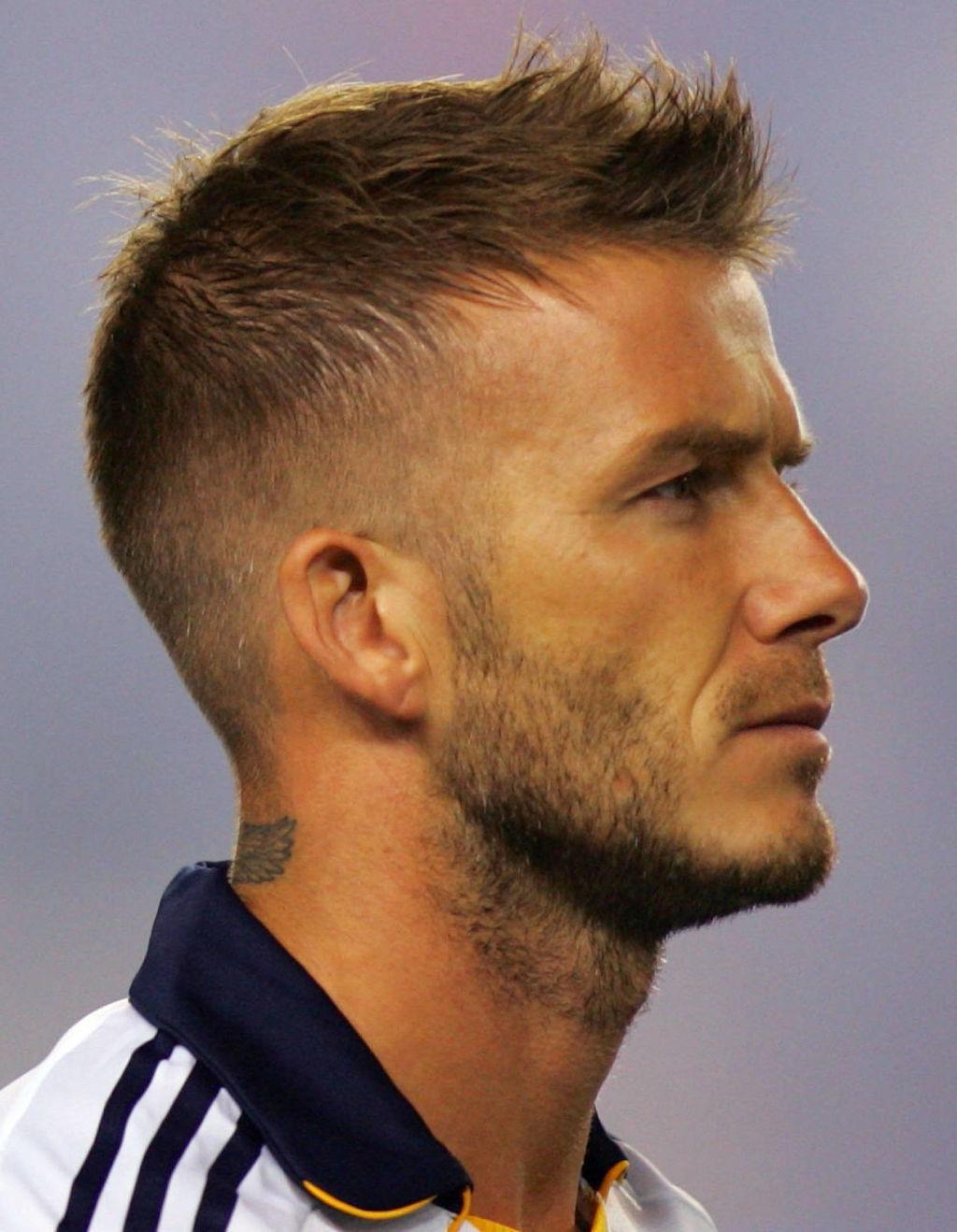model gaya potongan rambut pendek pria mohichan