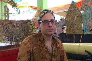 Matthew Isaac Cohen, Guru Besar University of London yang Mahir Mainkan Wayang Cirebonan