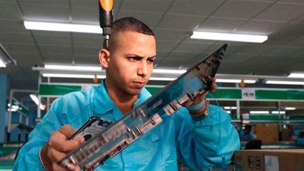 Cuba inaugura primera fábrica estatal de tabletas y laptops