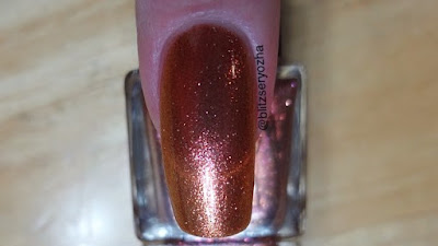 Madam Glam Mistress Swatch