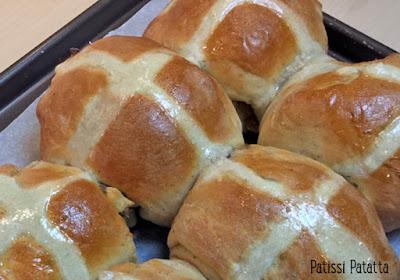 recette de hot cross buns, petits pains de Pâques, recette anglaise, british recipe, patissi-patatta