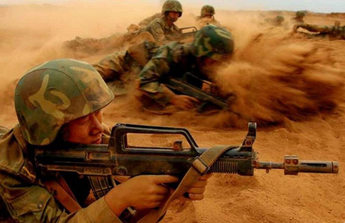 Type 95 (QBZ 95) 5.8x42mm Assault Rifle In Desert Exercise ...
