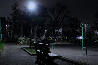 野宿 夜の公園