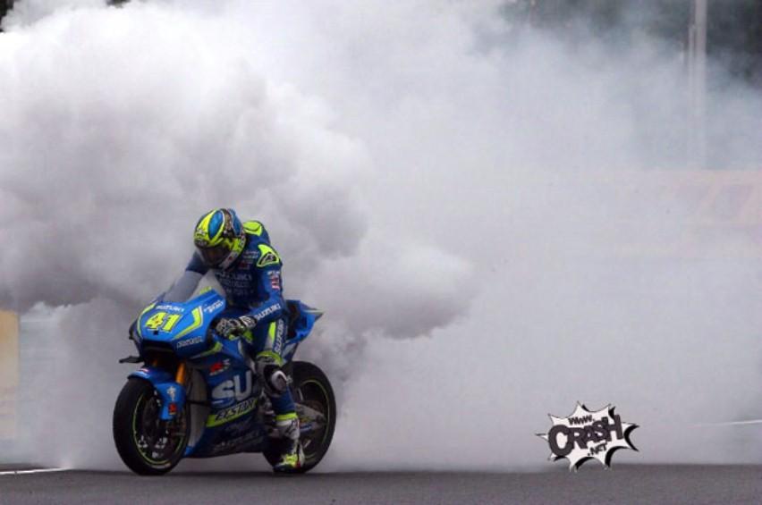 MotoGP Brno Ceko 2016 : Aleix Espargaro tak bisa finish karna mesin Suzuki GSX-RR jebol !