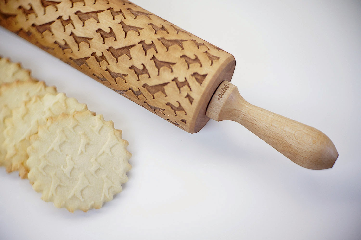 07-Zuzia-Kozerska-Rolling-Pin-for-Food-Stamp-Designs-www-designstack-co