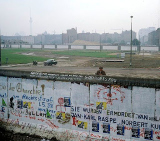Berlin Wall, eastgerman border guard looks at the Kubat-Dreieck, July 1st 1988