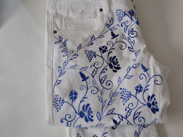 MY DIY, diy, do it yourself, trousers diy, painted jeans,porcelain,blue porcelain,china blue,english pottery, fashion DIY, fabric paint